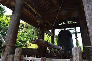 円覚寺の洪鐘と弁天堂