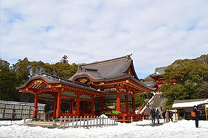 雪景色の鶴岡八幡宮